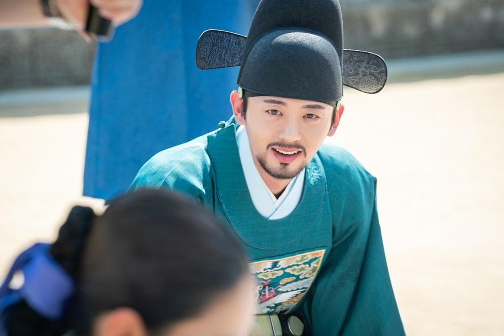 Shin SeKyung, Cha EunWoo trong những khung ảnh hậu trường tuyệt đẹp của Nhà sử học Goo HaeRyung ảnh 9