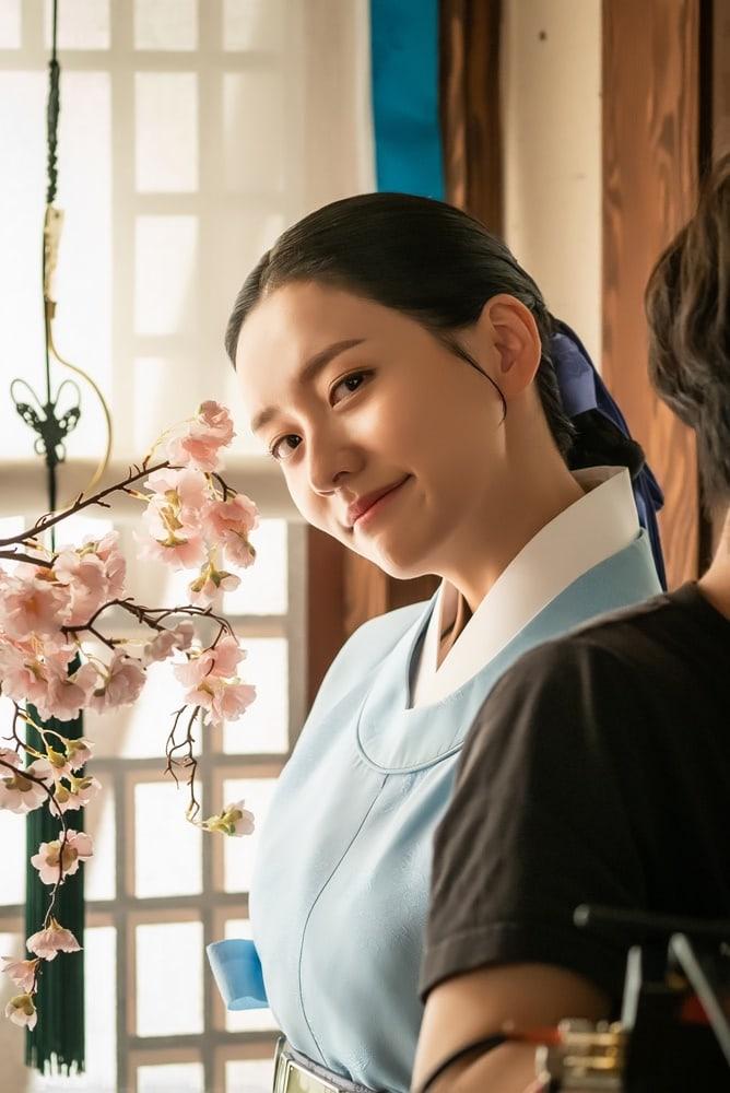 Shin SeKyung, Cha EunWoo trong những khung ảnh hậu trường tuyệt đẹp của Nhà sử học Goo HaeRyung ảnh 10