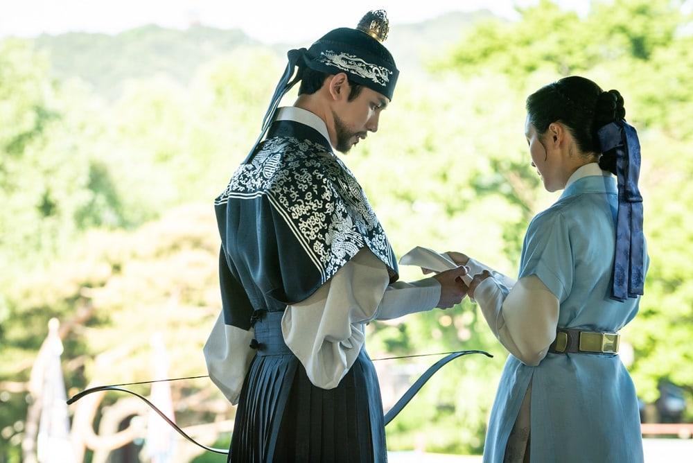 Shin SeKyung, Cha EunWoo trong những khung ảnh hậu trường tuyệt đẹp của Nhà sử học Goo HaeRyung ảnh 7