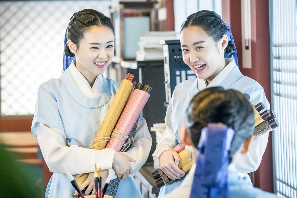 Shin SeKyung, Cha EunWoo trong những khung ảnh hậu trường tuyệt đẹp của Nhà sử học Goo HaeRyung ảnh 8