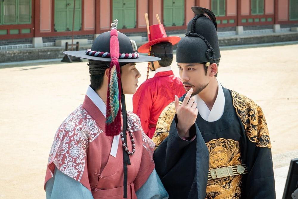 Shin SeKyung, Cha EunWoo trong những khung ảnh hậu trường tuyệt đẹp của Nhà sử học Goo HaeRyung ảnh 6