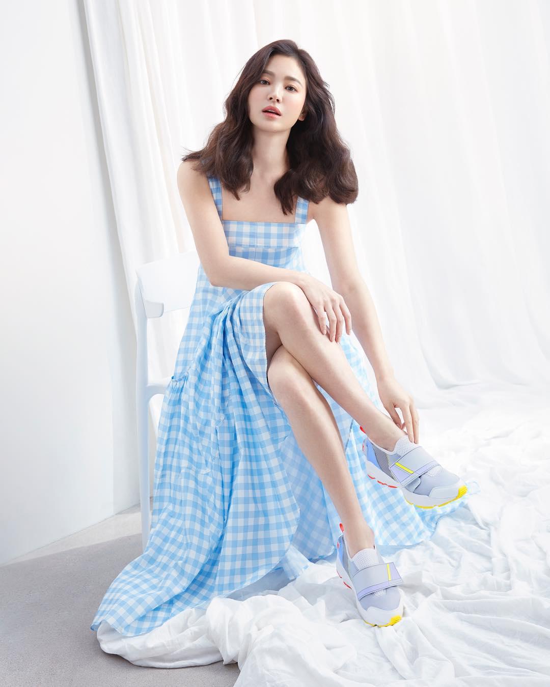 Song-Hye-Kyo_Harpers-Bazaar.jpg