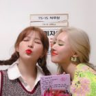 "Sunmi Shares Sweet Snapshot With Red Velvet's Seulgi Backstage At ""Music Bank"""