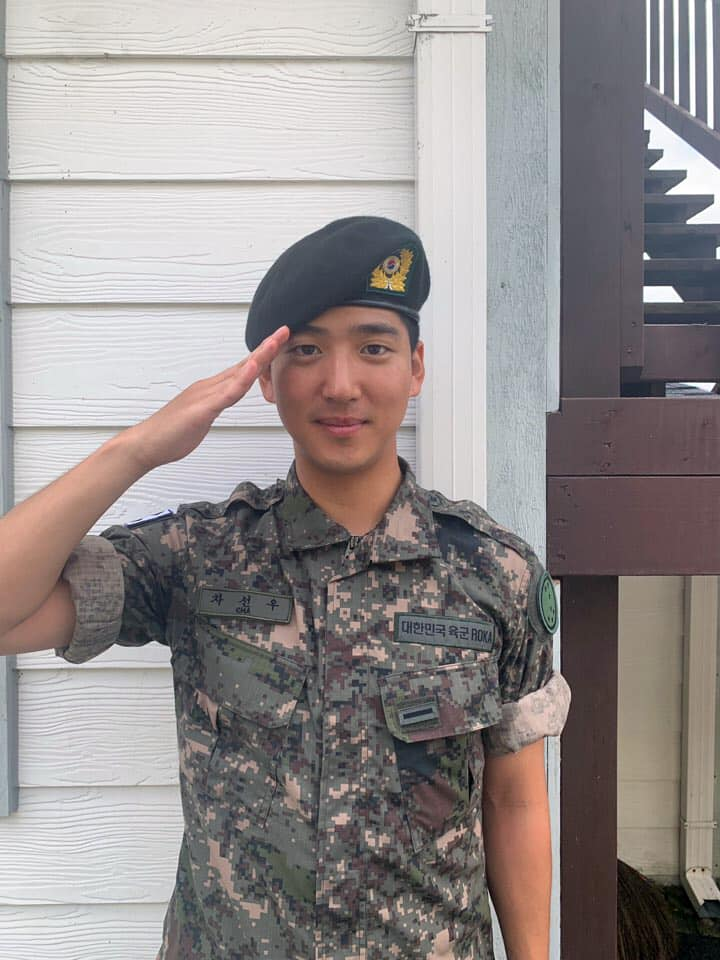 B1A4's Baro Completes Basic Training And Receives Award For