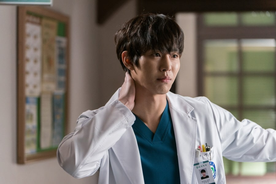 Image result for dr. romantic 2 stills seo woo jin