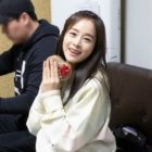 Kim Tae Hee Prepares Thoughtful Valentine's Day Gifts For Staff Of Her New Drama