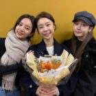 Girl's Day's Hyeri And Yura Cheer On Sojin At Her Play