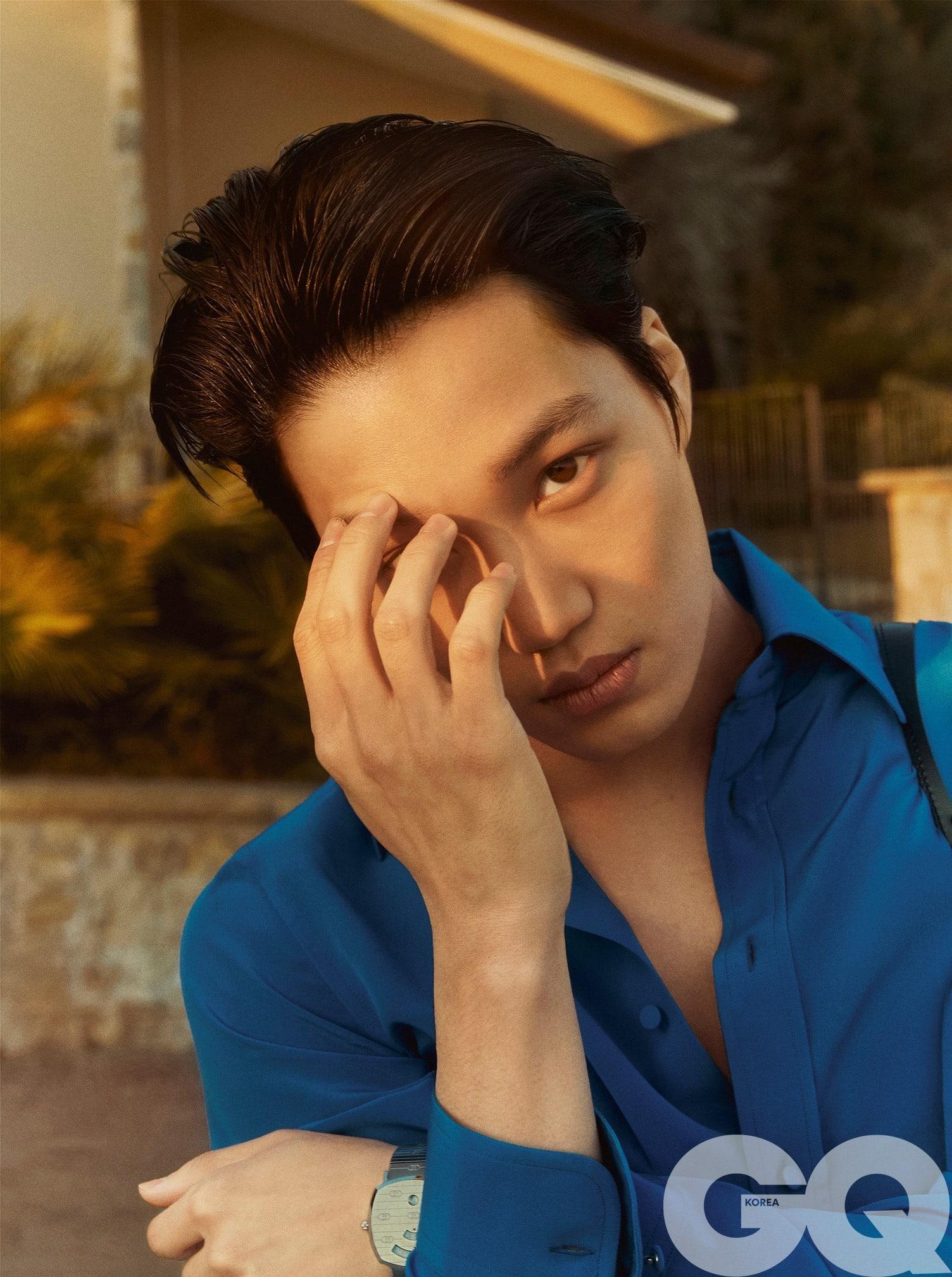 """Kai and Baekhyun react to Kai's debut solo """"Mmmh"""" MV"""