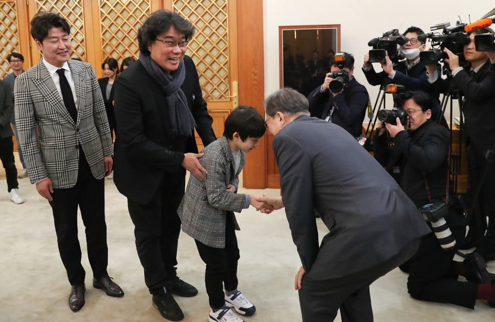 Korean President Moon Jae In Honors Parasite Cast And Crew At