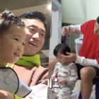"Watch: Gary Hilariously Tries + Fails To Cut Hao's Hair Himself On ""The Return Of Superman"""