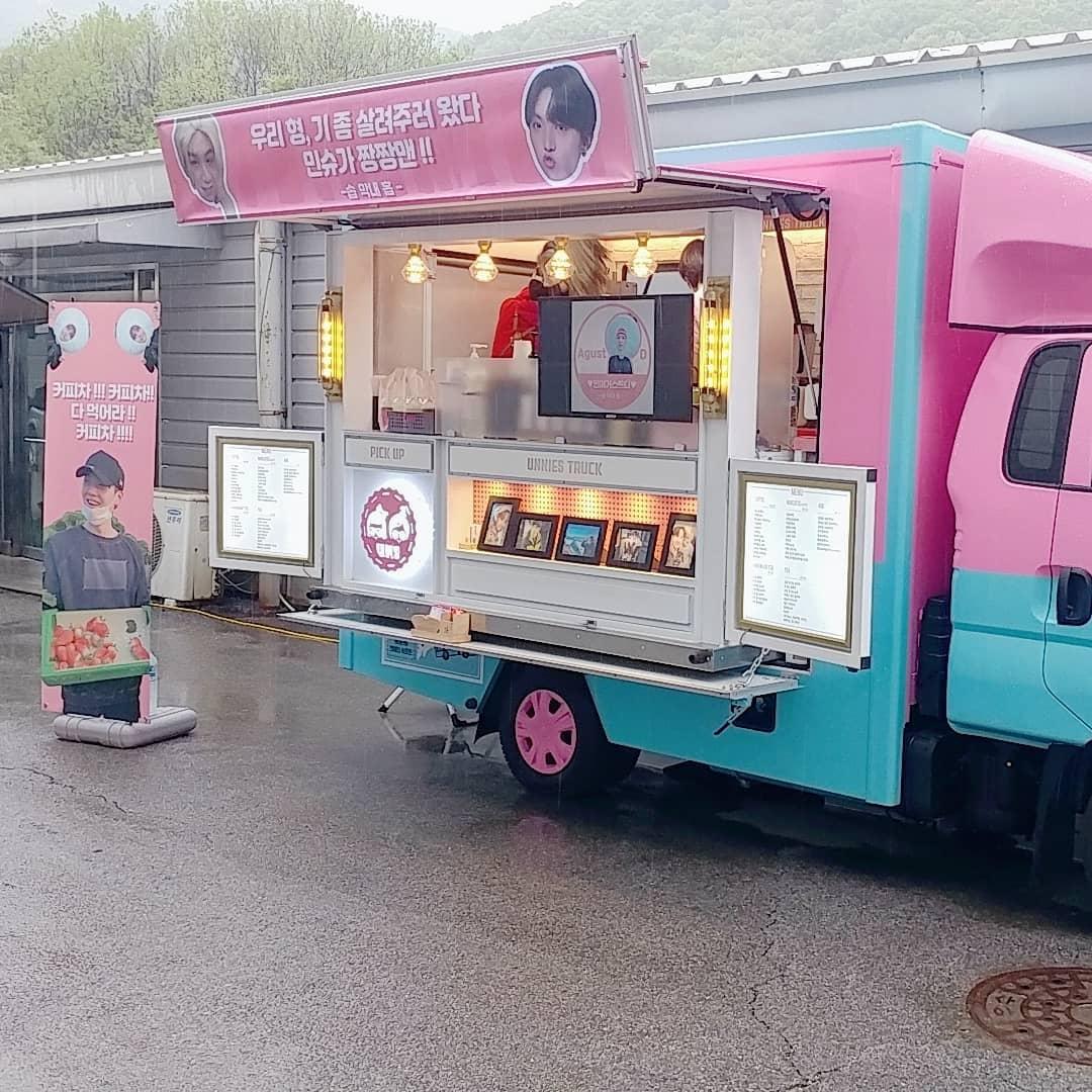 J Hope BTS mengirimkan coffe truck kepada Suga BTS atas comebacknya sebagai Agust D