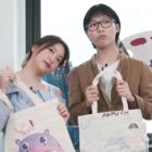 "Watch: Red Velvet's Yeri And AKMU's Lee Chan Hyuk Show Off Their Art Skills On ""Yeri's Room"""