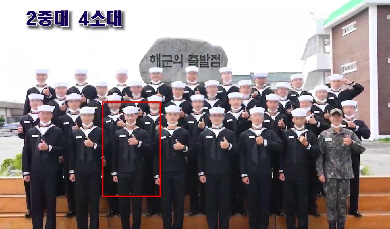Park Bo Gum termina seu treinamento militar