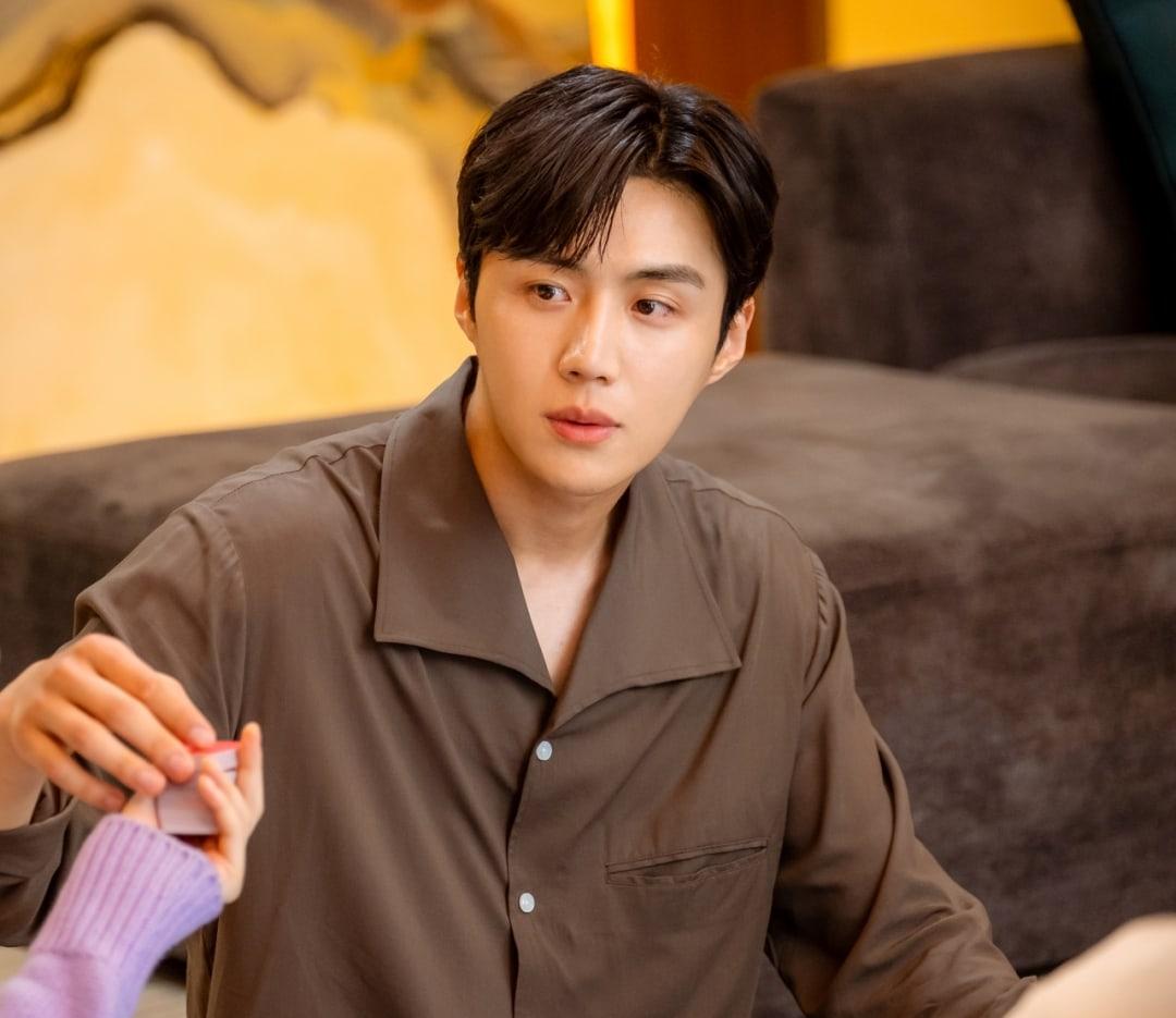 Kim Seon Ho1