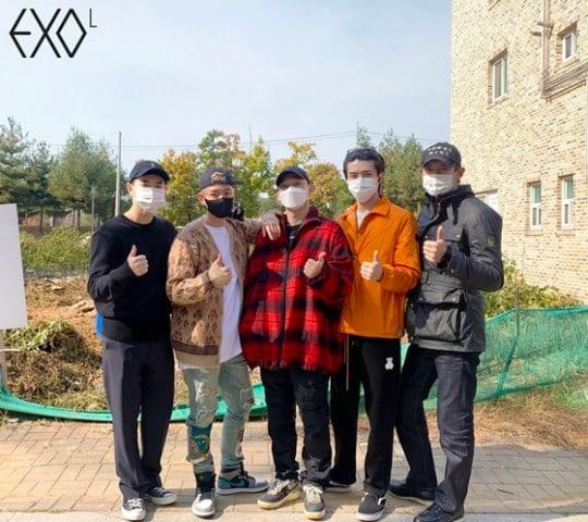 Chen EXO di antar saat mendaftarkan dirinya ikuti wajib militer