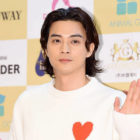Kim Ji Hoon Apologizes After He Was Spotted Watching An Illegally Downloaded TV Show