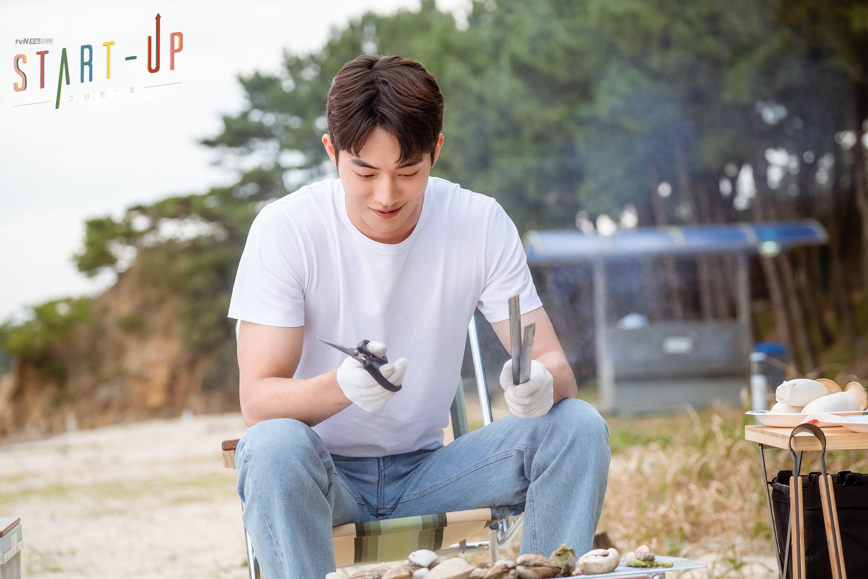 """Start-Up"": Suzy and Nam Joo Hyuk enjoy a leisurely beach vacation"