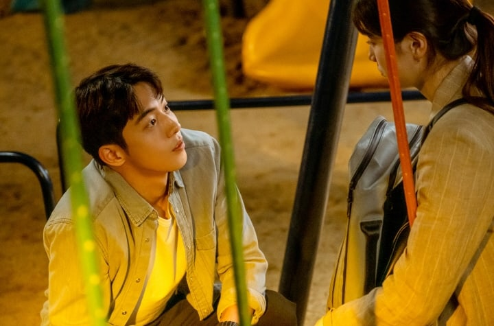 """Start-Up"": Nam Joo Hyuk shares a warm conversation with Suzy"
