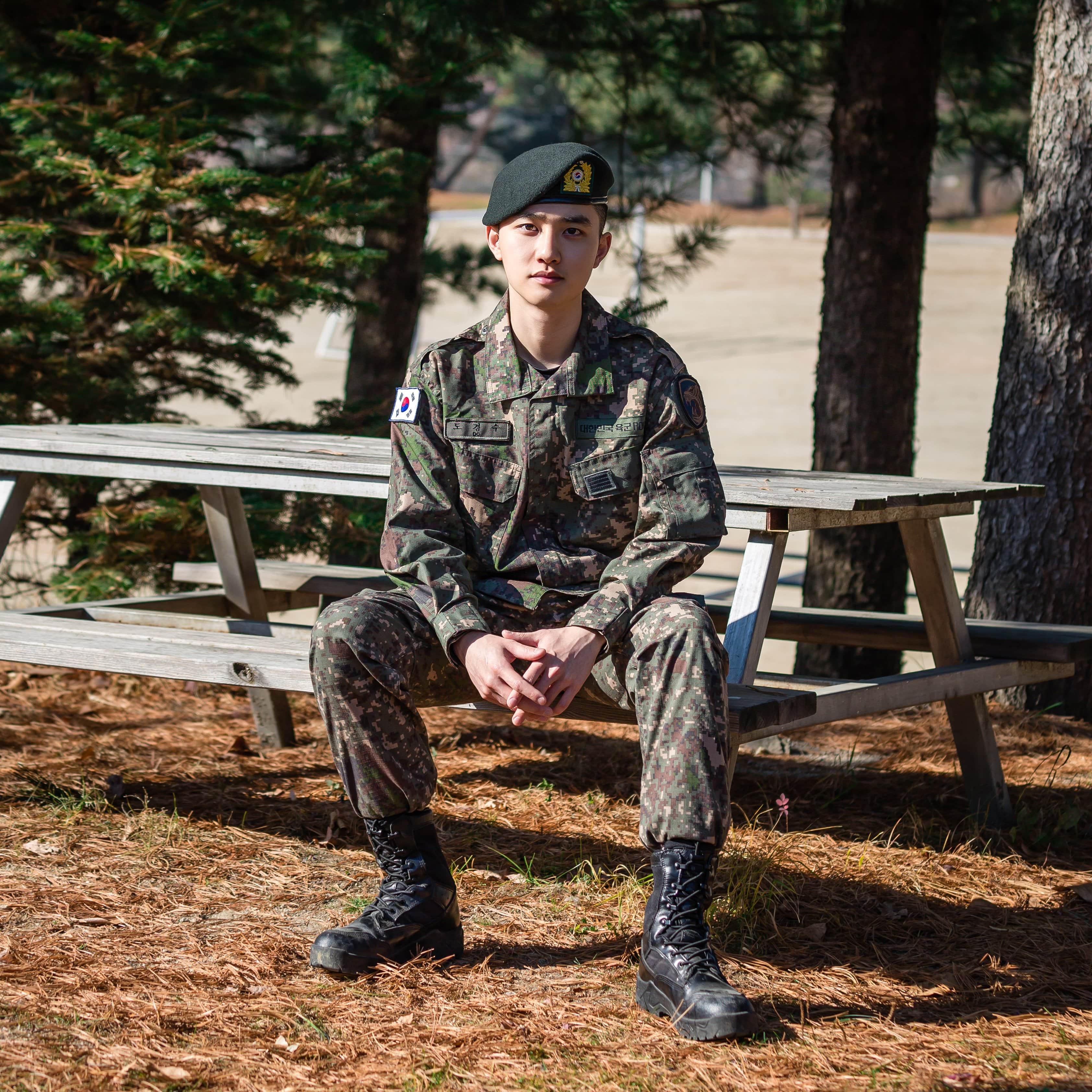 exo do 2 - Militer Ungkap Foto Baru D.O. EXO Dan Yook Sungjae BTOB