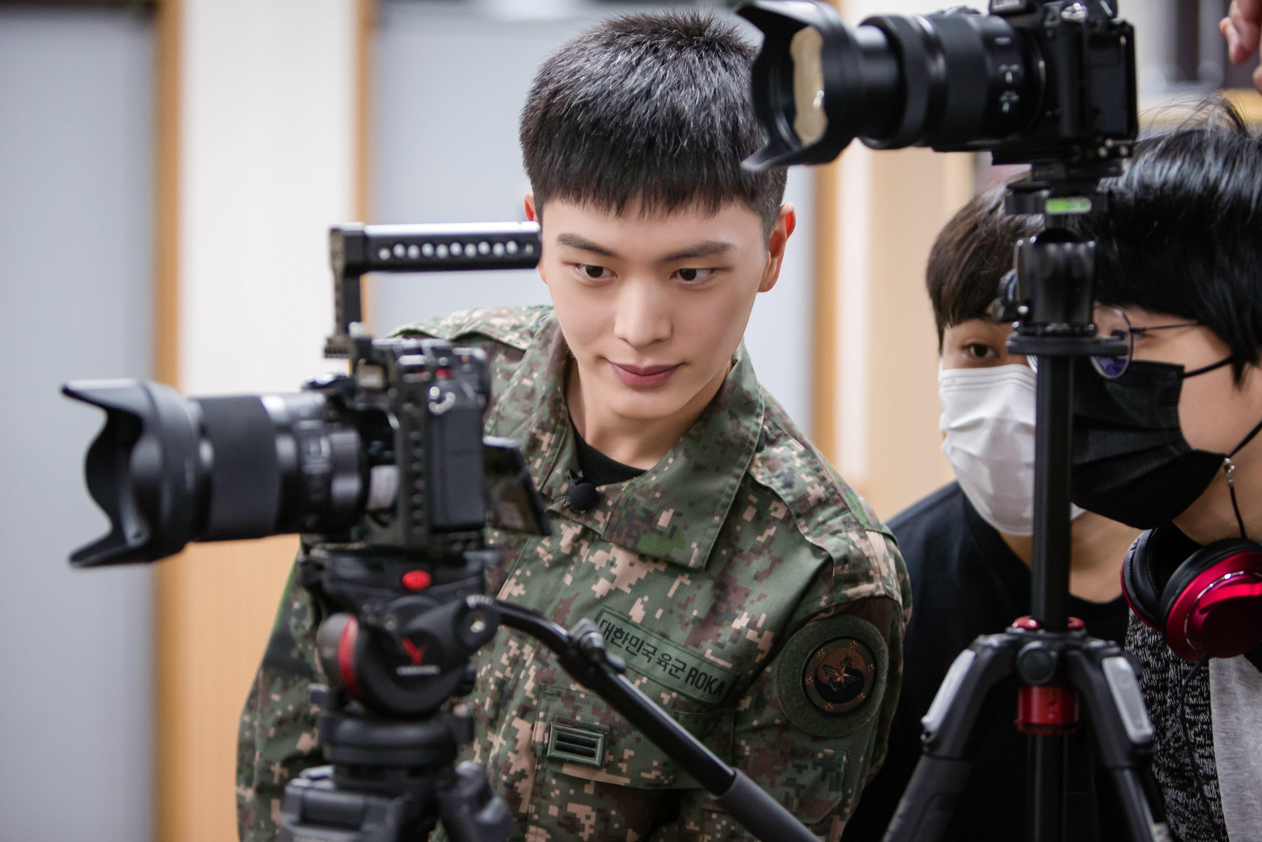 yook sungjae - Militer Ungkap Foto Baru D.O. EXO Dan Yook Sungjae BTOB