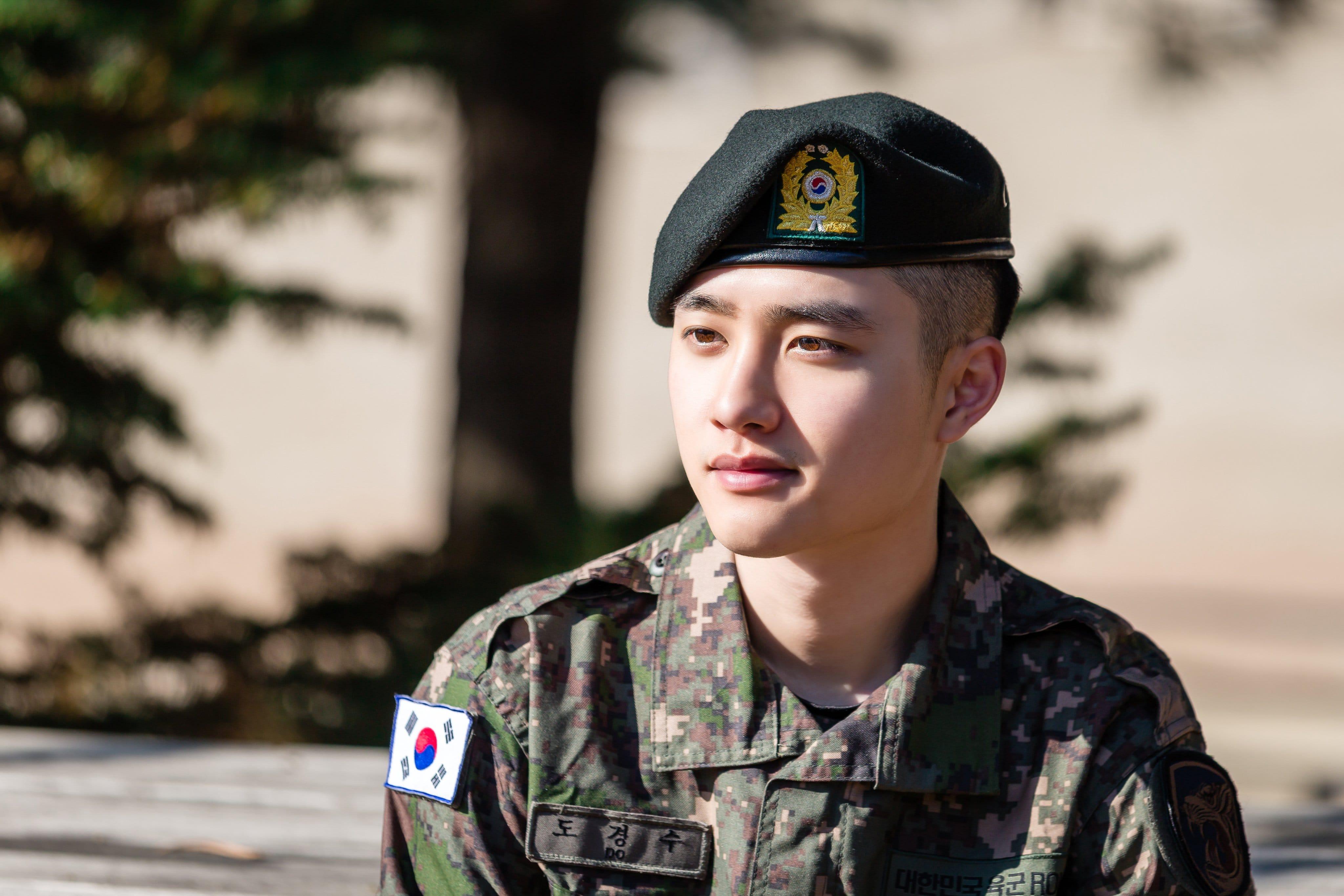 exo do - Militer Ungkap Foto Baru D.O. EXO Dan Yook Sungjae BTOB
