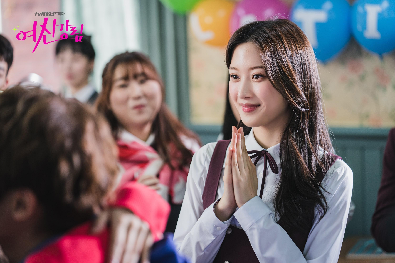 """Moon Ga Young1 - Moon Ga Young Bahas Karakternya Dalam """"True Beauty"""" Hingga Kerja Samanya Dengan Cha Eun Woo Dan Hwang In Yeob"""