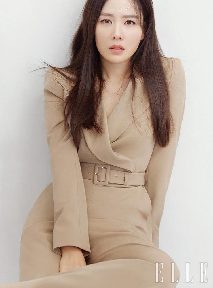 Son Ye-jin Wins Grand Bell Awards : Entertainment : Yibada