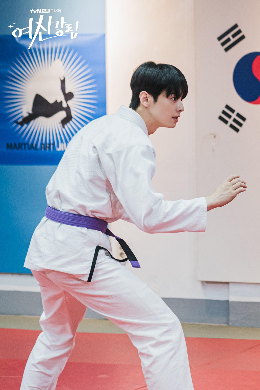 """True Beauty"": Cha Eun Woo impresses with his Jiu-Jitsu skills"