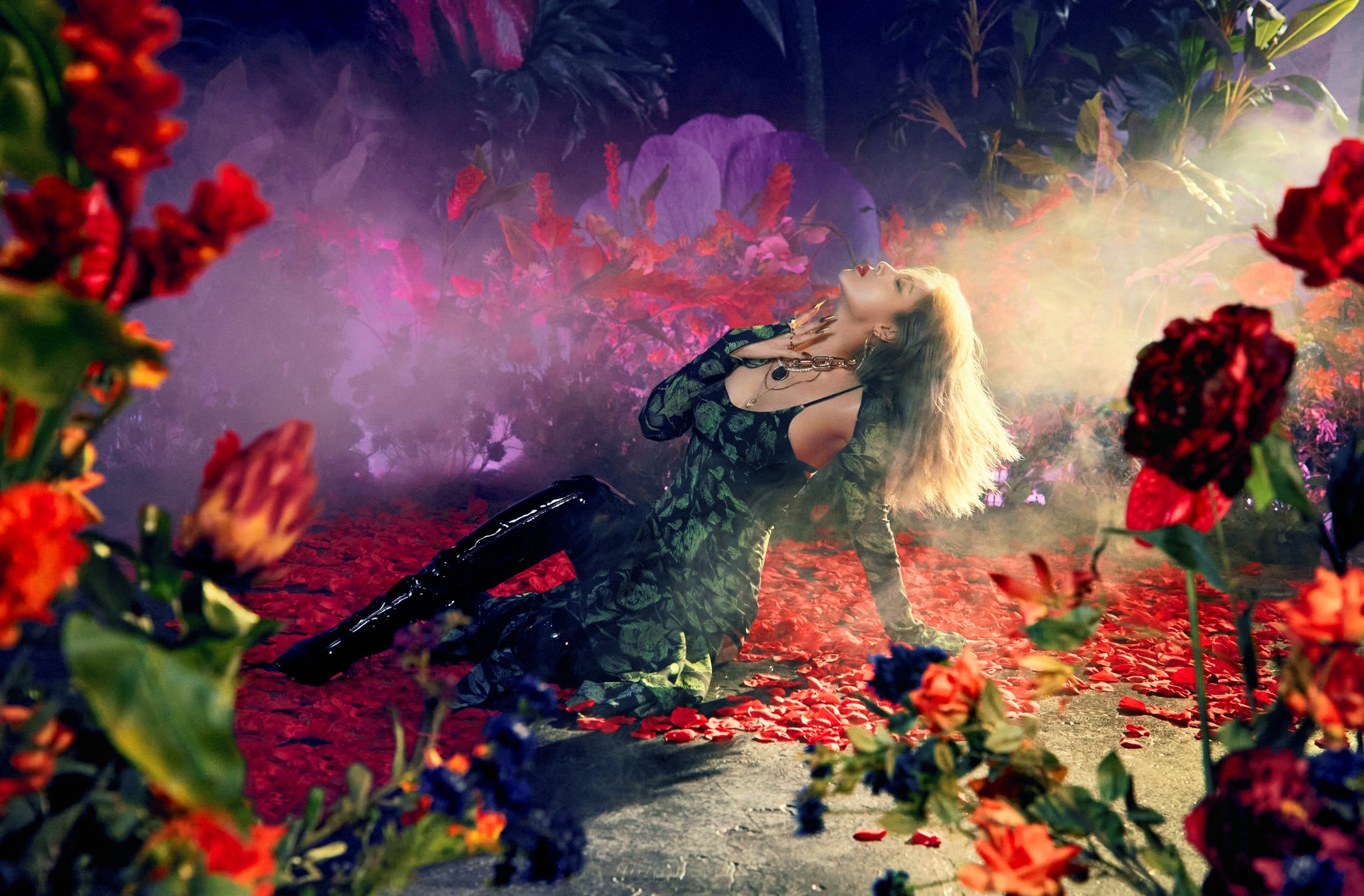 "Update: Yubin Enchants In Teaser Photos For Single ""Perfume"" 
