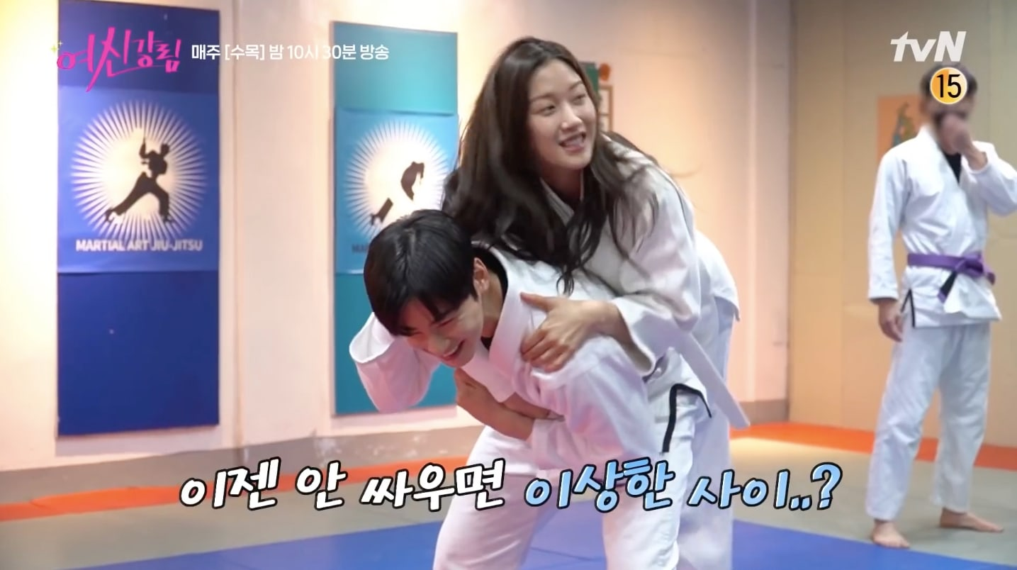 """True Beauty"": Cha Eun Woo and Moon Ga Young practice Jiu-Jitsu behind the scenes"