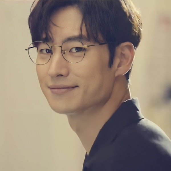 Lee Je Hoon with glasses