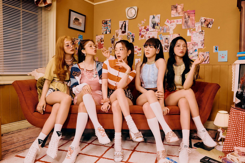 "Update: Red Velvet's Irene And Seulgi Wander A Mysterious Carnival In "" Queendom"" Teasers | Soompi"