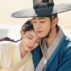 """Kim Yoo Jung And Ahn Hyo Seop Share A Tender And Comforting Embrace In """"Lovers Of The Red Sky"""""""