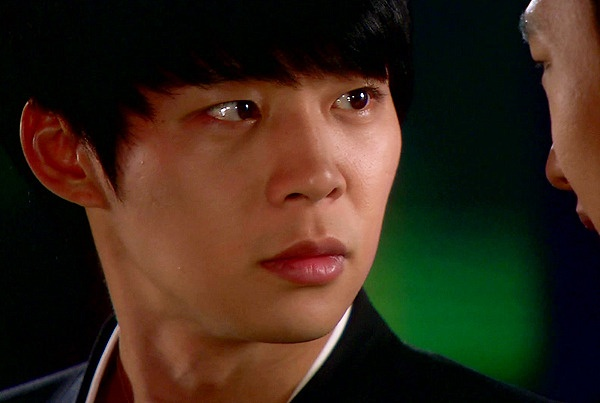 Park Yoo Chun's Worn Out Script Reflects His Professionalism
