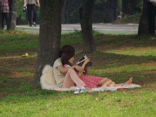 """You're My Pet"" Jang Geun Suk & Kim Ha Neul's Romantic Back Hug"