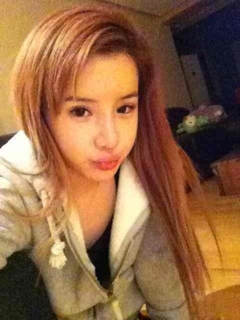 2NE1's Park Bom Celebrates Minzy's Birthday with No Makeup Photo