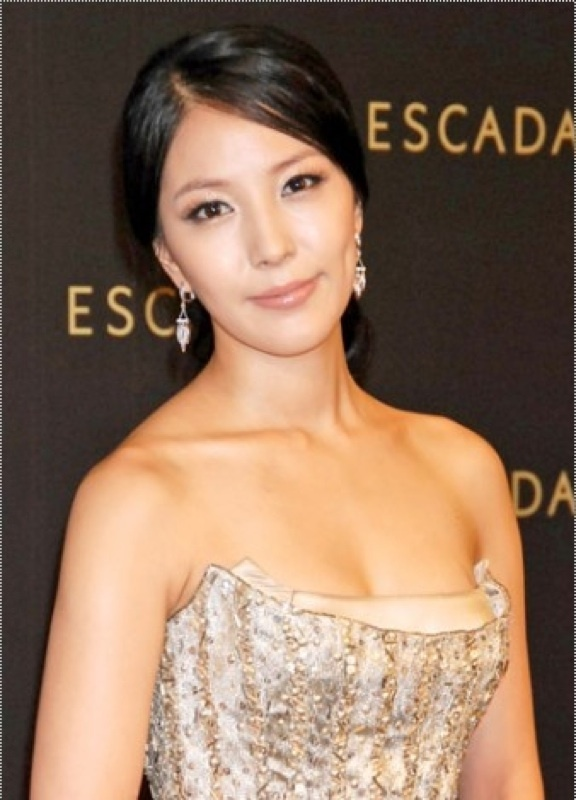 BoA is Looking for Mr. Right