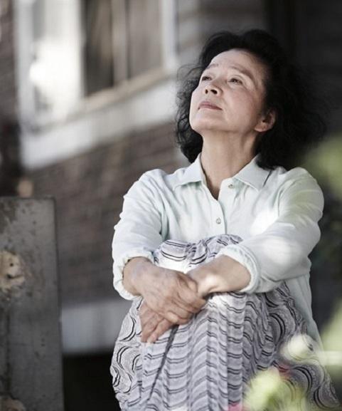 Yun Jung Hee Receives LAFCA's Best Actress Award over Kirsten Dunst