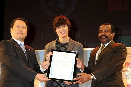 Lee Min Ho Tweets to Prevent Child Abuse