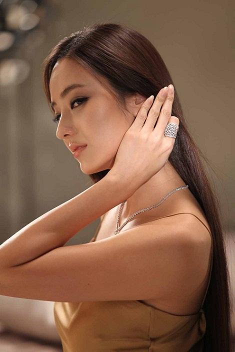Han Chae Young's Hair Outshines Jewels?