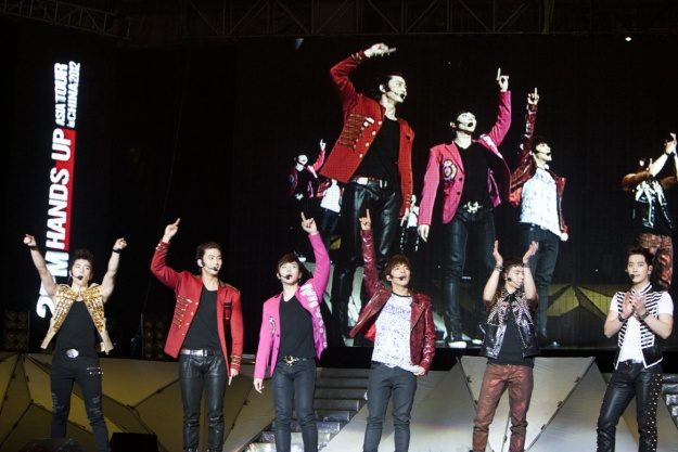 2PM Captivates Chinese Fans with Nanjing Concert