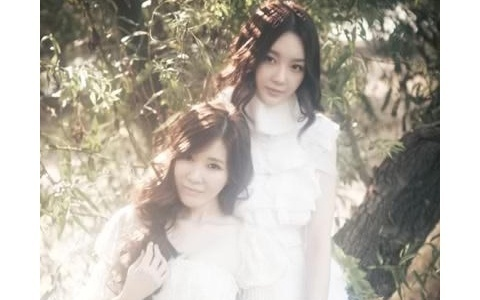 "Davichi Releases Teaser Photo + Video of Their Mini Album ""Love Delight """