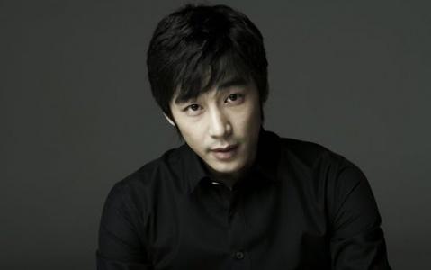 """Jin Yi Han Cast as Second Lead in """"Hooray for Love"""""""