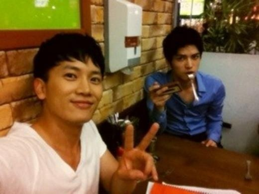 JYJ's Jaejoong and Actor Ji Sung Show Close Friendship