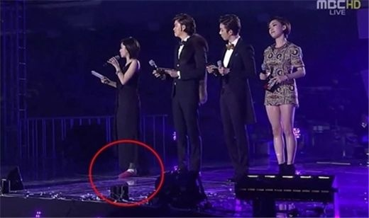 T-ara's Eunjung Explains Slipper Fashion and Shows off Crutches