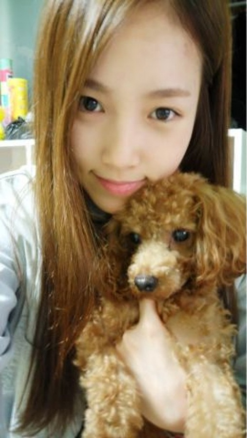 Jewelry's Park Se Mi Tweets Cute Photo of Herself With a Precious Puppy