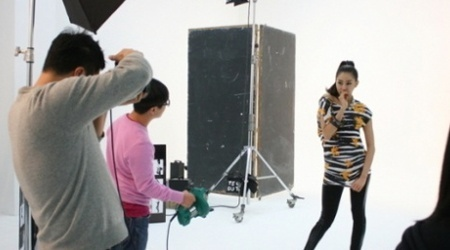 Uee's Yetts Photoshoot: Official Shots vs Behind The Scenes
