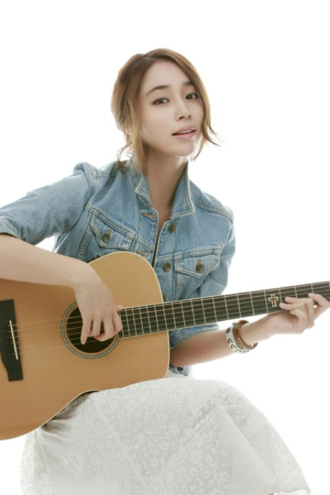 Lee Min Jung's Playful Photos Attract Attention