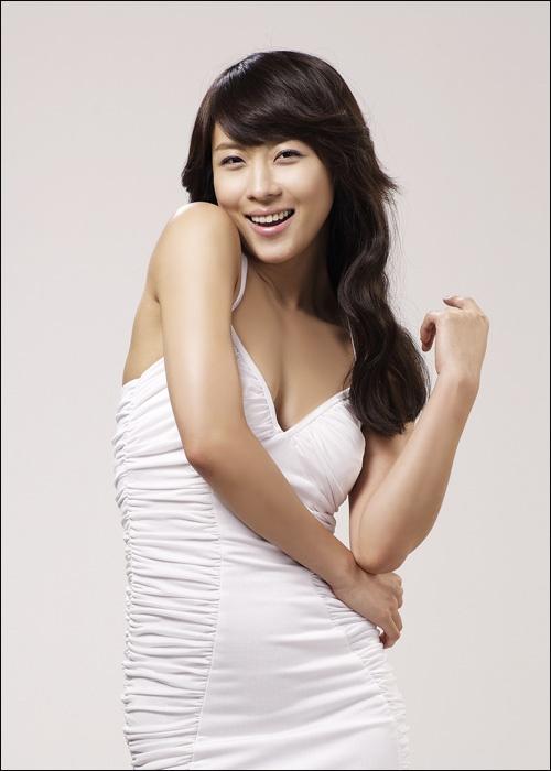 Ha Ji Won to Release a Self-Authored Book in 2012