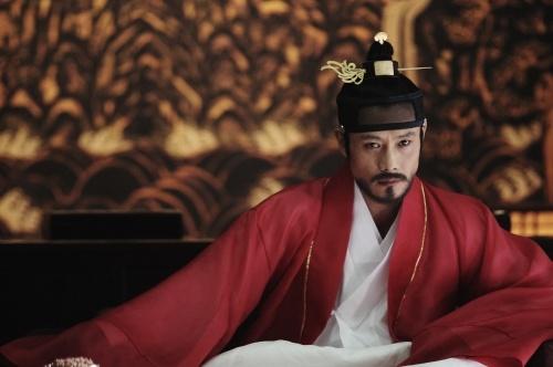 "Still Cuts of Lee Byung Hun in ""King of Joseon"""